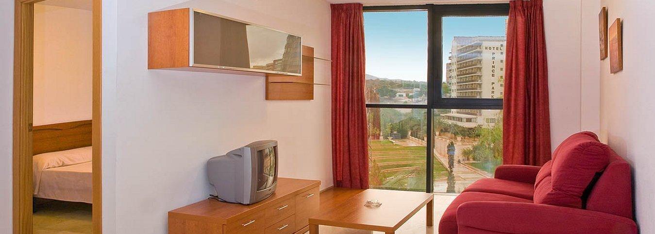 Salón independiente con vistas al parque de L'Aiguera - Apartamentos Magic Atrium Plaza